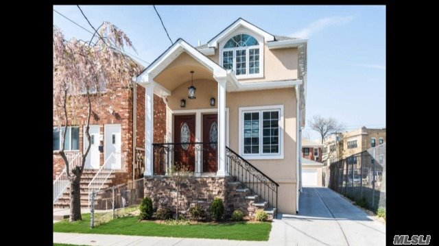 Brand New Build! Beautiful Granite Eik W/ Ss Appliances And Island, Hardwood Floors Throughout, Central Vacuum, Central Ac & Heating, Convenient Location Close To Transportation, Schools, And Shopping!