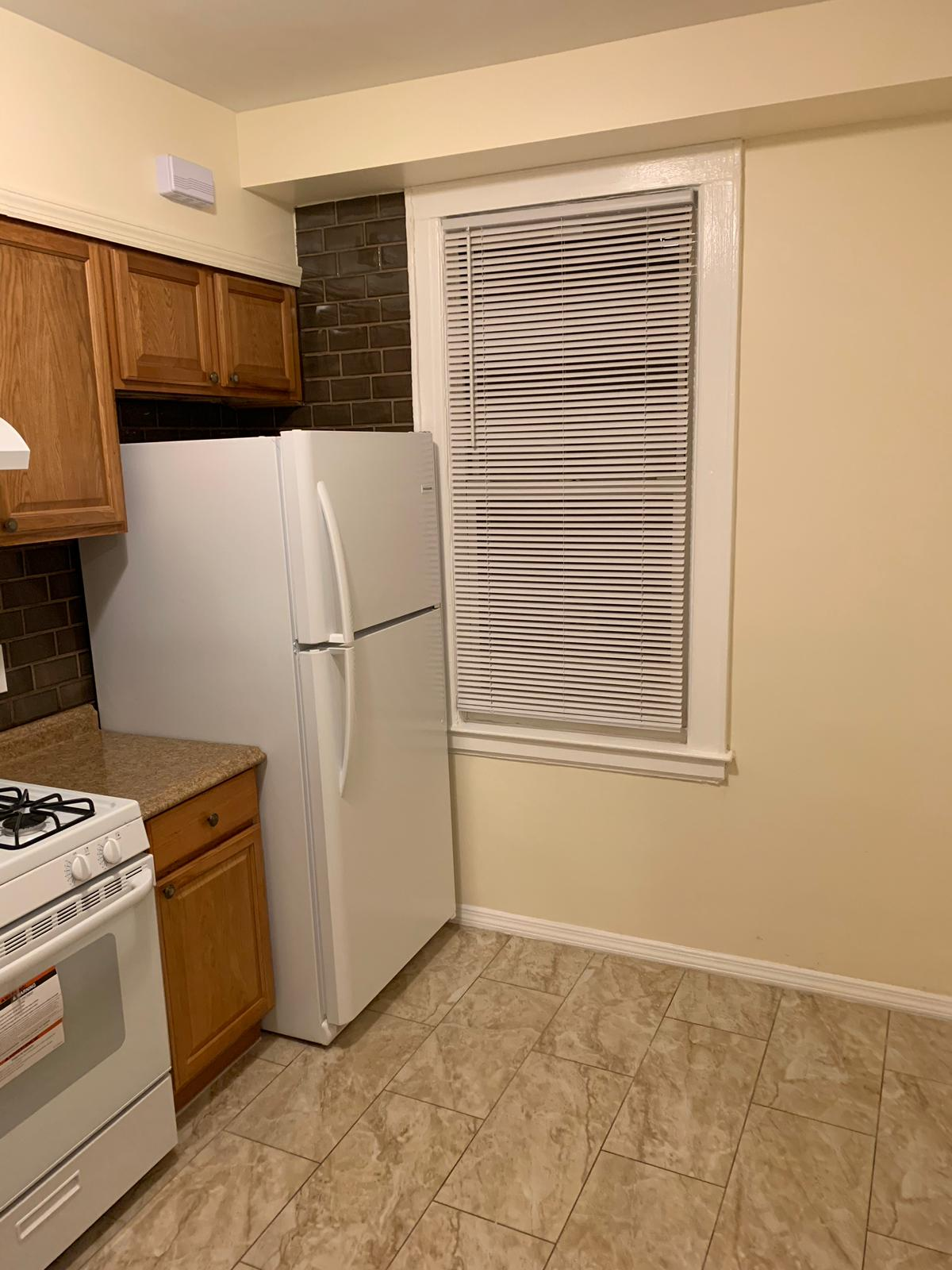 Beautiful 2 Bedroom Apartment For Rent In Glendale Features Living Room/ Dining Room Combo, Eat in Kitchen W/ Ceramic Tiles & New Appliances. Heat And Water Is Included. Hardwood Flooring Throughout.. Close To All Shops And Transportation.