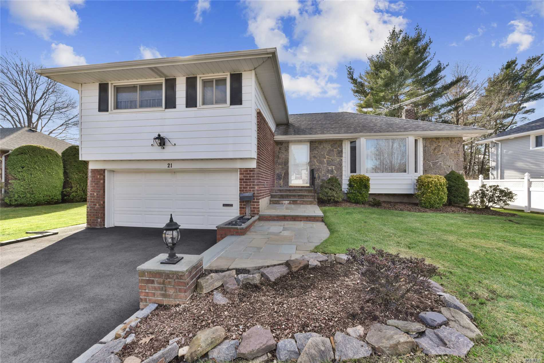 Mint Expanded 4 Bedroom, 3 Bathroom, Split, Meticulously Kept By Proud Owner. Low Taxes, Central Air, Hardwood Floors, Syosset Schools, Close To All Shopping, House Of Worship, Transportation & Railroad. Will Not Last -- Must See!
