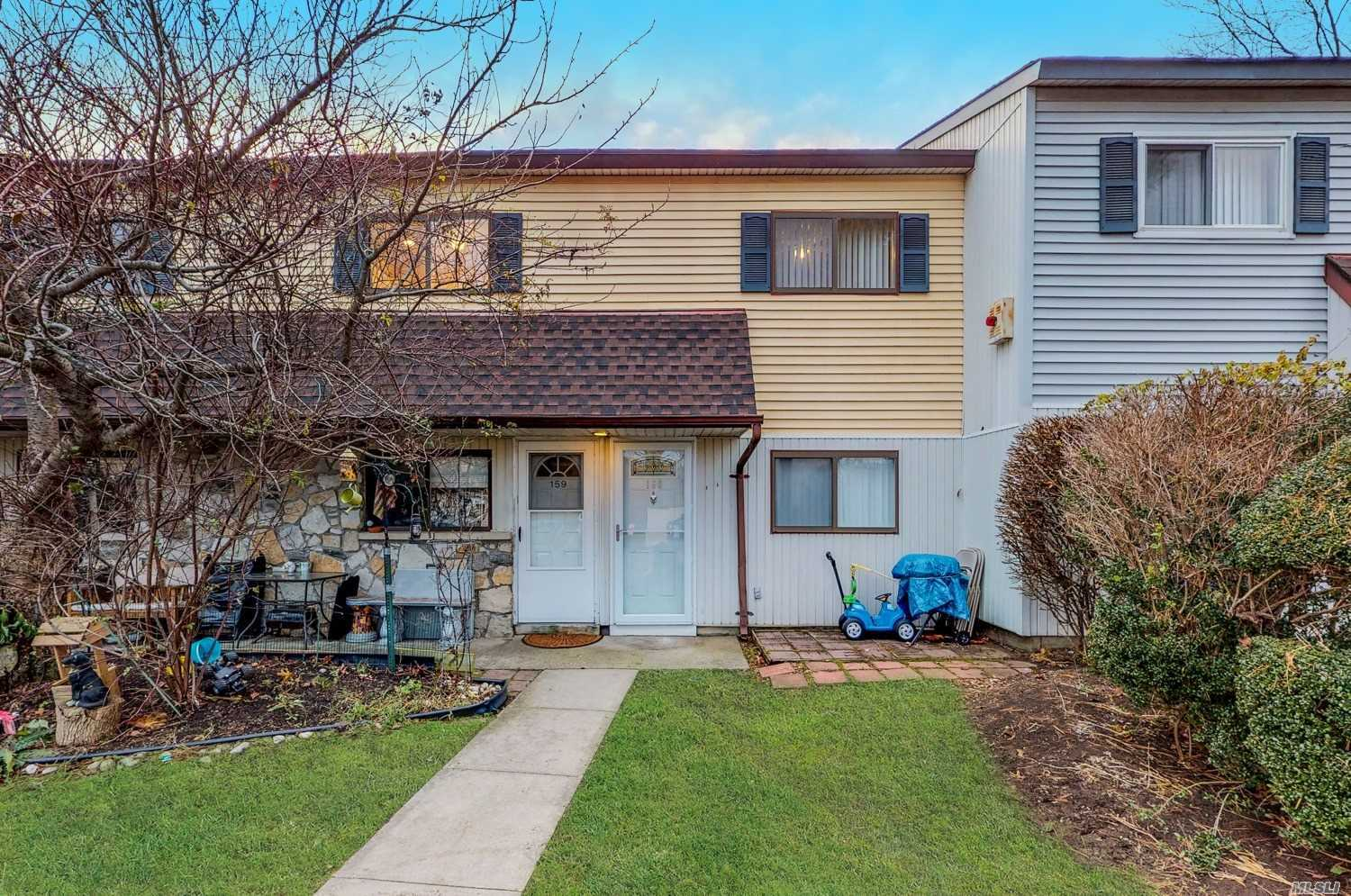 Beautifully Updated Second Floor Unit In Prime Location With Fresh Paint And Carpet Throughout. Tastefully Appointed Baths And Updated Kitchen With Stone Countertops, Tile Backsplash, And Stainless Steel Undermount Sink.