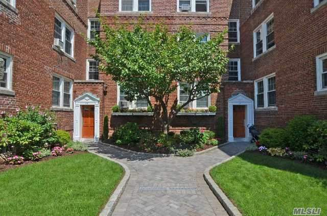 Beautifully Maintained 2 Bedroom/1 Bath, 1st Floor Apartment In Gaynor Gardens. Large Living Room W/French Doors, Lovely Dining Room, Kitchen W/Stainless Appliances, And Large Bedroomwith Ample Closet Space. Wonderful Architectural Details And Wood Floors Throughout. Laundry & Storage In Basement. Located In The Heart Of Manhasset...Walk To All. Maintenance $838.50/Monthly.