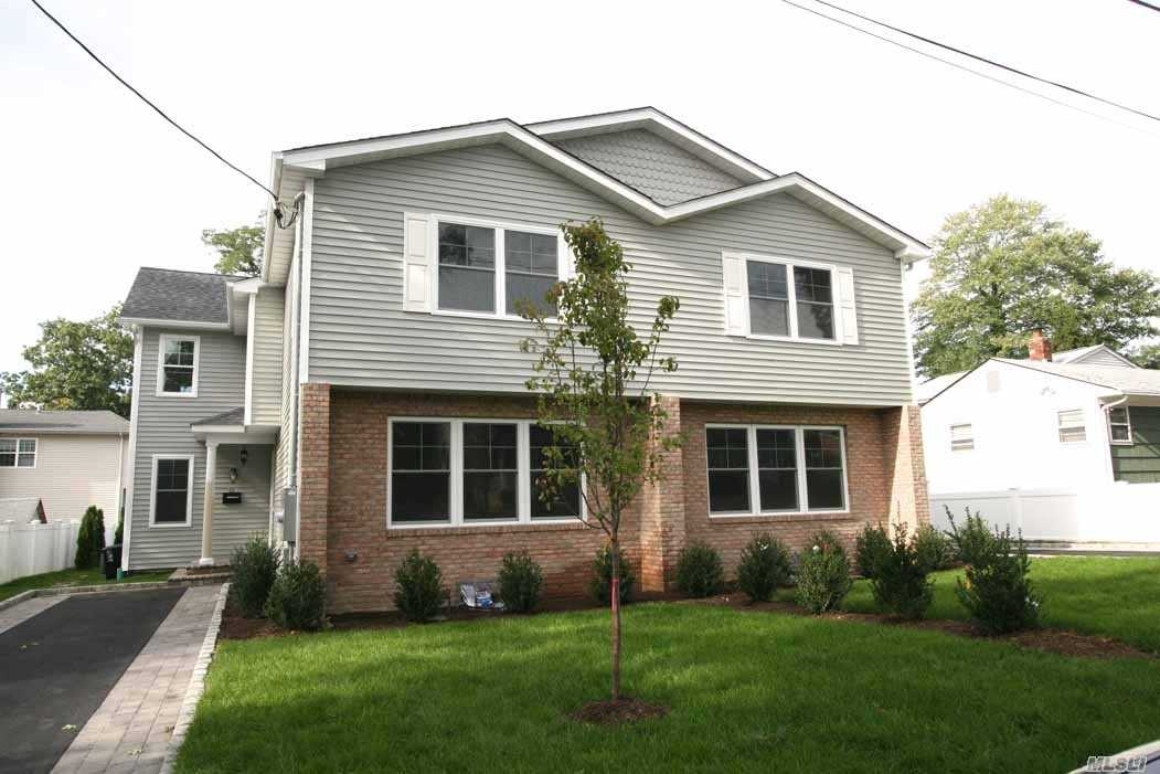 Luxury Duplex In Manhasset Isle 4 Brs X 2.5 Bths W/Spacious Lr/Dr, Modern Oversized Kitchen W/Stainless Appliances, 2-Zone Heating/Cac, Oak Floors, Brick Patio, Sprinkler System, Finished Basement W/Laundry. Separate Heat, Off-Street Parking For 2 Cars. Sd #4/Guggenheim Elementary. Tenant Responsible For Snow Removal. Pets W/Extra Security.