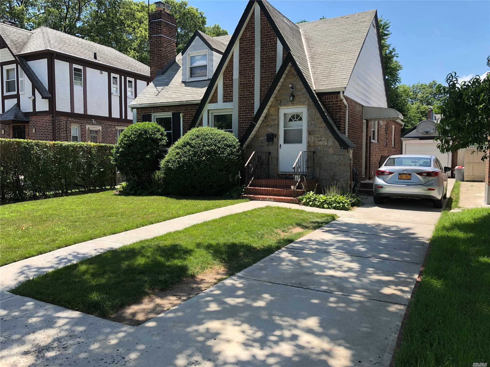 Good Size 3 Bed And 2 Full Bathrooms On 1st Floor, Heat And Water Include