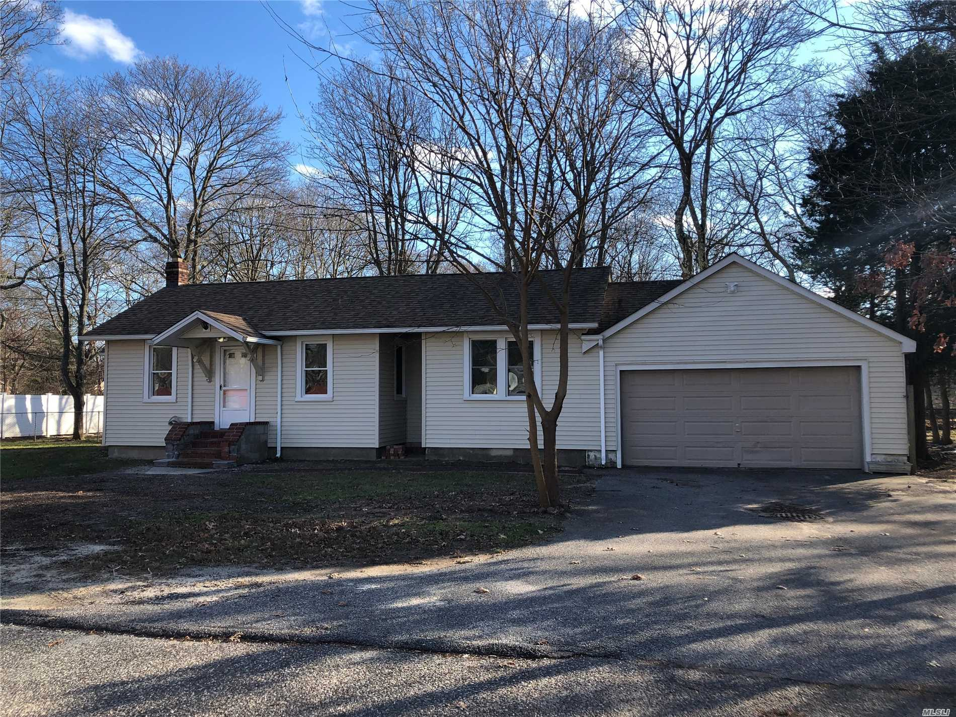 This Beautifully Renovated Home Is On An Oversized Property On A Quiet Culdesac. Features Include: 4 Bedrooms, 1.5 Bathrooms, Updated Eik W/Stainless Steel Appliances, Updated Bathroom, New Flooring & Paint, Full Basement And 2.5 Car Garage. Close To Town, Shopping & Restaurants.
