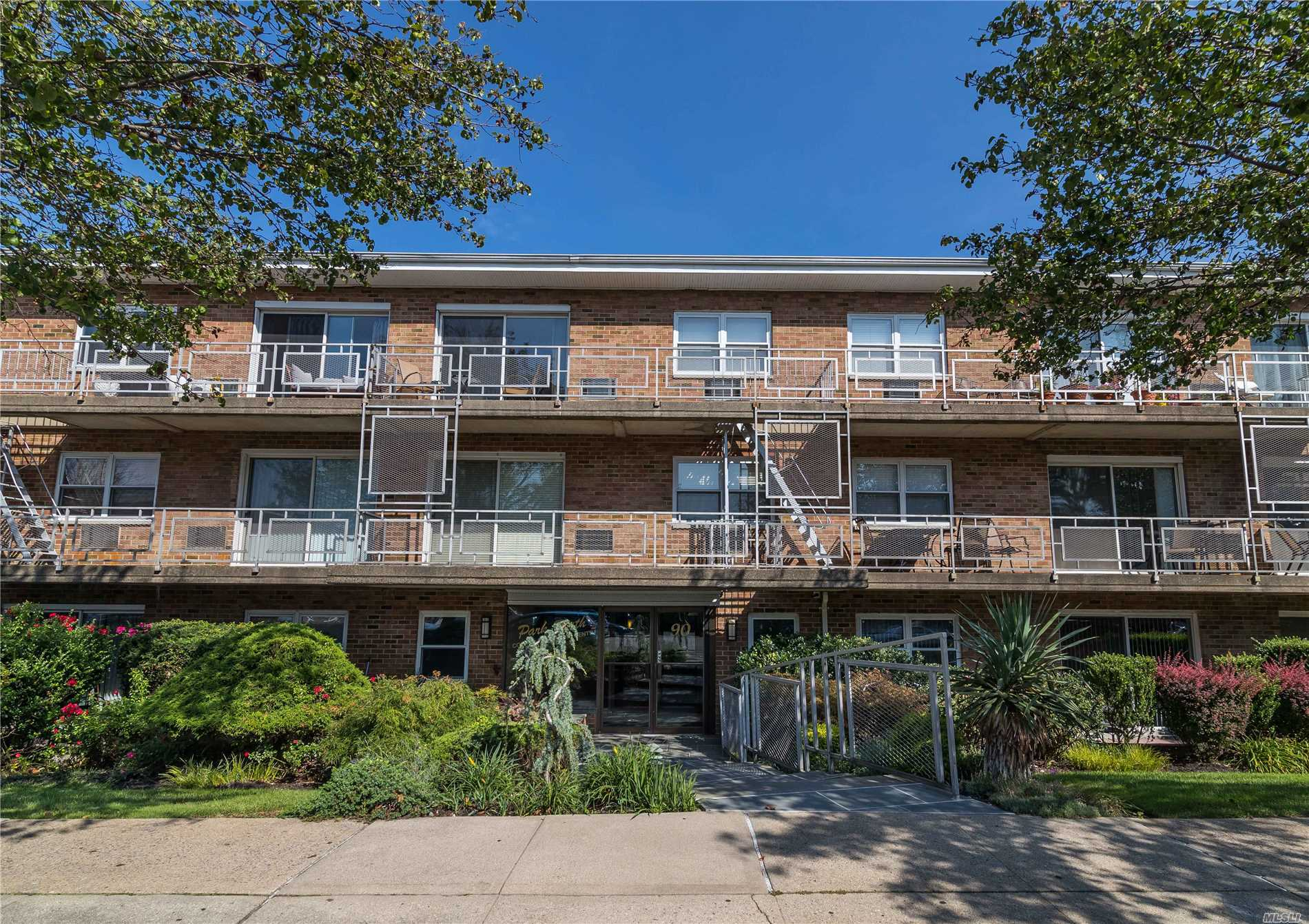Large One Bedroom In Elevator Building With Terrace. Thermostat In Unit! Convenient To Shopping, Restaurants And Lirr. Washer And Dryer On Same Floor As Unit. Storage Unit Included. One Parking Spot.