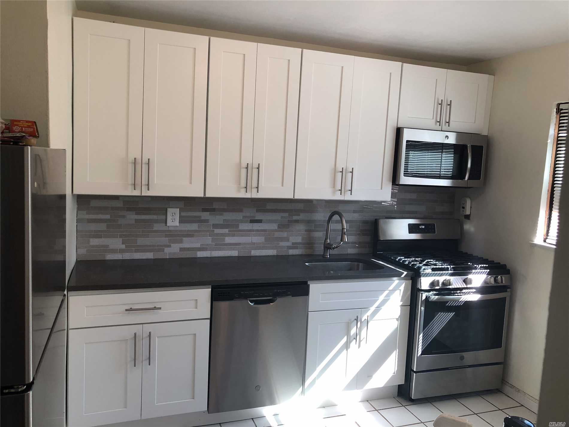 Beautiful 1st Floor Largest Unit & Corner Apartment (Separate Entrance) In Excellent Condition. New Kitchen W/Stainless Steel Appliances & Quartz Counter Tops. New Tiles, Lovely Hardwood Floors Throughout! Very Sunny Apt W/ Windows On All 3 Sides, Plus Spacious Rooms Throughout! 2 Parking Space Included, Pets Allowed. Convenient To Transportation, Shopping, And Alley Pond.