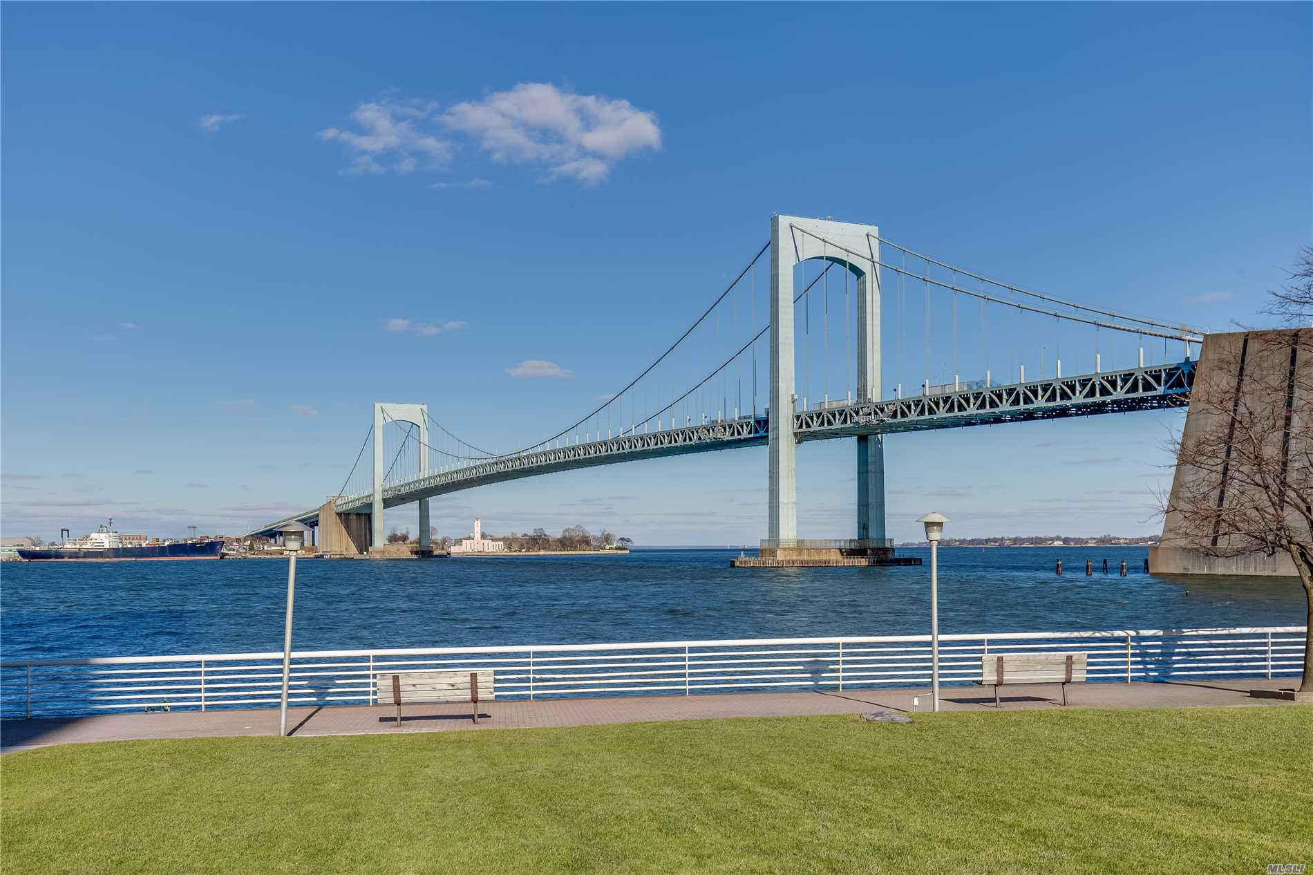 Enjoy Your Own Piece Of Paradise Where Luxury, Comfort & Convenience Meet! Wake Up Every Day To The Unobstructed Waterviews Of Manhattan Skyline, Whitestone Bridge/East River From Every Room Of This Gorgeous Spacious Apt, Circular Foyer, Private Balcony, Many Updates, Closets Galore/Walk-In Closets, Double Sink In Master Bath, 24 Hrs Security Gate, Waterfront Promenade/Dock, Concierge, Valet Prkng, Verizon Fios, Live-In-Super, Package Rm, Can Easily Create 3rd Br/Office If Needed, Express Bus To Nyc At Corner.