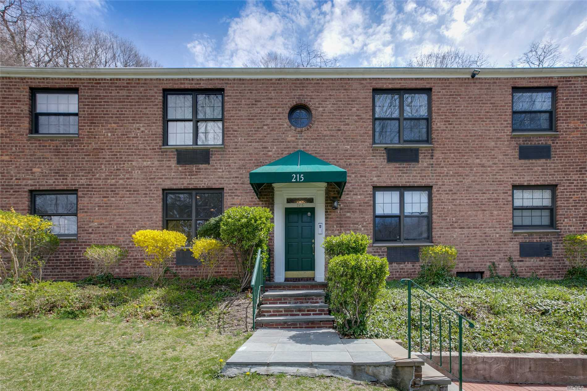 Roslyn. Top Floor 2 Bedroom/1 Bath Apartment In Ideally Located Garden Apartment Community. Polished Hardwood Floors Throughout, Updated Kitchen And Bath, Great Closet Space, & Eat In Kitchen W/Gas Cooking. On Site Parking Available (Add'l S). Resident Super. Laundry On-Site.