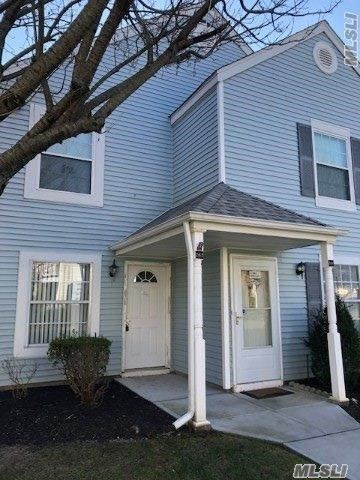 Move In Ready Condo Ready For You To Call It Home. Perfect 2 Bedroom 1.5 Bth Condo In The Heart Of Middle Island. Take Advantage Of All The Amenities Such As The Pool And Clubhouse. This One Will Not Last! Come See For Yourself!