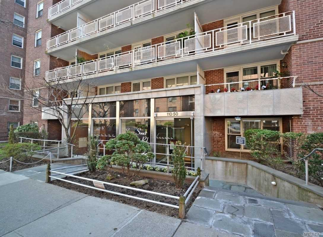 **Super Mint Jr-4 , Can Be Converted To 2Br , Renovated New Kitchen , And Renovated Bath, New Hardwood Floors , Beautiful Views, Lots Of Windows Throughout The Apt. Fireproof Building, 24Hr Doorman, Steps To E & F Trains And L.I.R.R. , P.S. 196 School District, Pets Are Welcomed ****