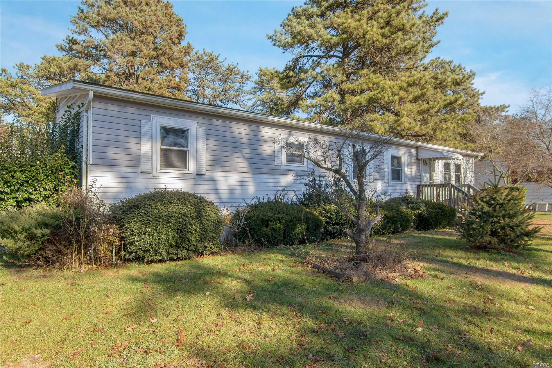 55 And Older Community. Cash Only. 1976 Newport.Large Lot. Kitchen With Newer Appliances, Large Living Room. Two Bedrooms, One Full Bath.New Washer And Dryer. Deck Off Living Room. Land Rent 885. Per Month, Includes Water, Trash, Cesspool. Use Of Club House , Beach Rights.No Dogs Over 45 Lbs.