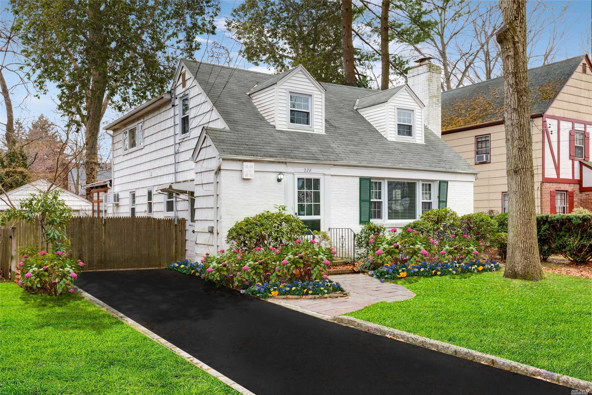 One Of A Kind Expanded Cape On Dead End Street In The Heart Of The Elm/Maple Area. Beautiful Hw Floors Throughout. Extended Chalet Like Family Room W/ Fpl And Wall To Wall Windows Overlooking Private Yard. 2 Fireplaces. Lg Fdr, Updated Baths, Master Br W/ 3 Double Closets. 3 Skylites, Fully Fin Basement W/Ose. Low Taxes!!
