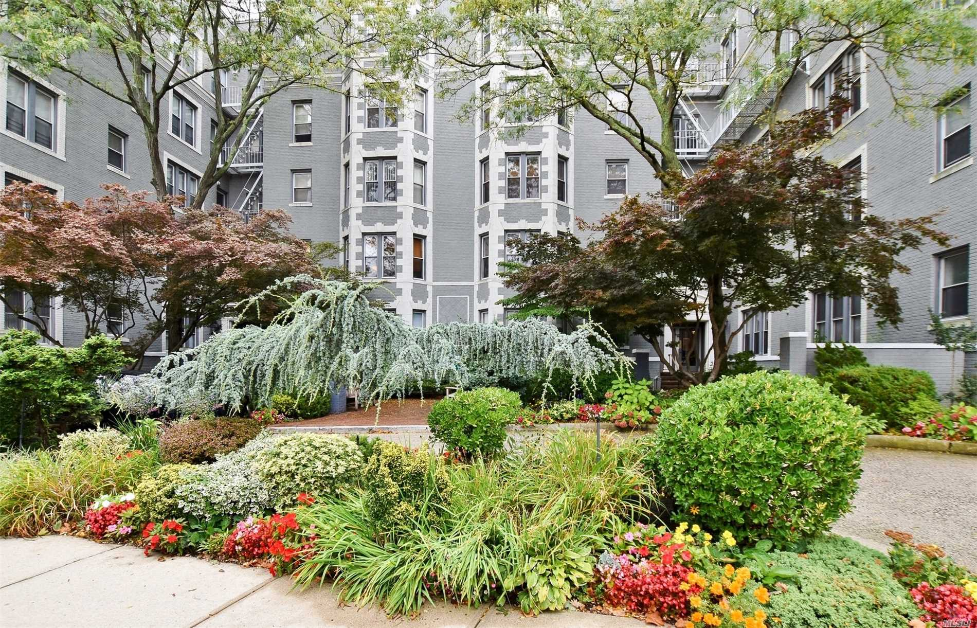 Prestigious And Beautifully Maintained, One Of A Kind 1920'S Grey Building, Seven Minute Walk To The Lirr. Features Landscaped Gardens, Recently Renovated Hallways, Laundry Room On Premises, And Access To The Backyard. Light Filled 1Br, 1Ba Approx 950 Sq Ft Unit Boasting 12 Large Windows, High Ceilings, Oak Floors, Large Closets, Cedar Closet, Cac, And Neutral Decor.