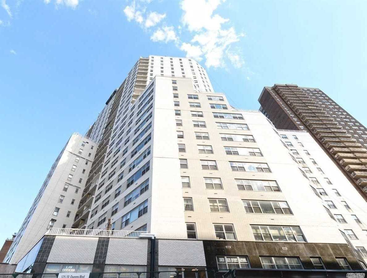 Convertible To 2Br, Very Large One Bedroom With Deep L-Shaped Living And Dining Area, Magnificent Views, Spotless. This Luxurious High-Rise Bldg Features 24Hr Doorman, Gym, Cac, Garage, Sundeck, Storage, Laundry Room Every Floor, Etc... Express Manhattan Bus Right Across Blvd., 2 Blocks To Express Trains, Lirr, And Q10, Q60