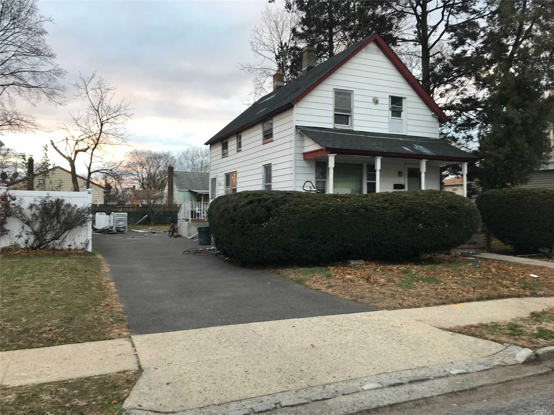 House In Need Of Tlc & Updating. Conveniently Located Near Trains, Houses Of Worship, Highways, Shops. Nice Sized Property. Motivated Seller/ Wants To Hear All Offers. Selling As-Is. Buyer To Verify All Info. Not A Short Sale Or Foreclosure!