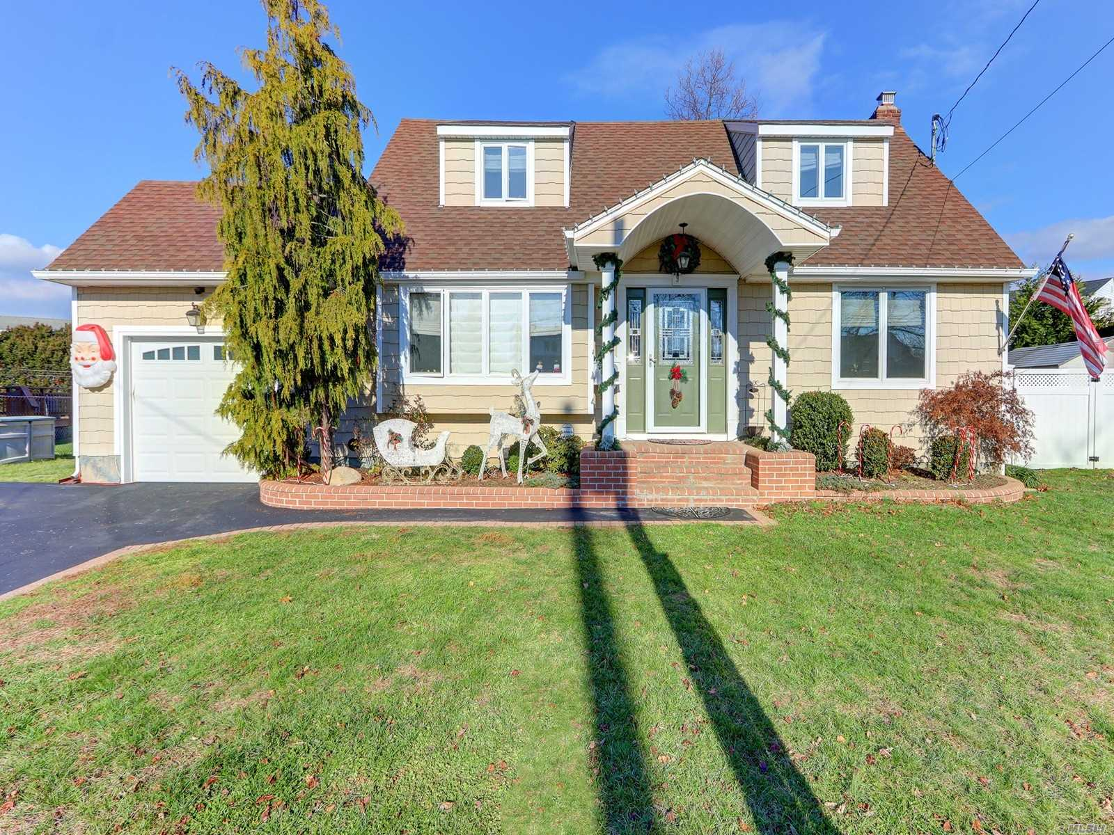 Expanded Mint Cape With Amazing Over Sized Property In Sd#23!!! Kitchen Is 4 Years Young And Has Radiant Heat. Cherry Cabinets , Ss Appliances, Granite And A New Slider To Yard. Mostly New Andersen Windows. Crown Moldings, New Doors, Hi-Hats. Washer/ Dryer Is Upstairs On Bedroom Level. Vent Less A/C On Main Level And 2 Ac's Upstairs. New Front Door, Roof Approx. 8 Years. 200 Amp Service. Gas Heating System Approx Ten Years. Over Sized Garage. Bsmt. Ready To Be Finished. Huge Fenced Property!