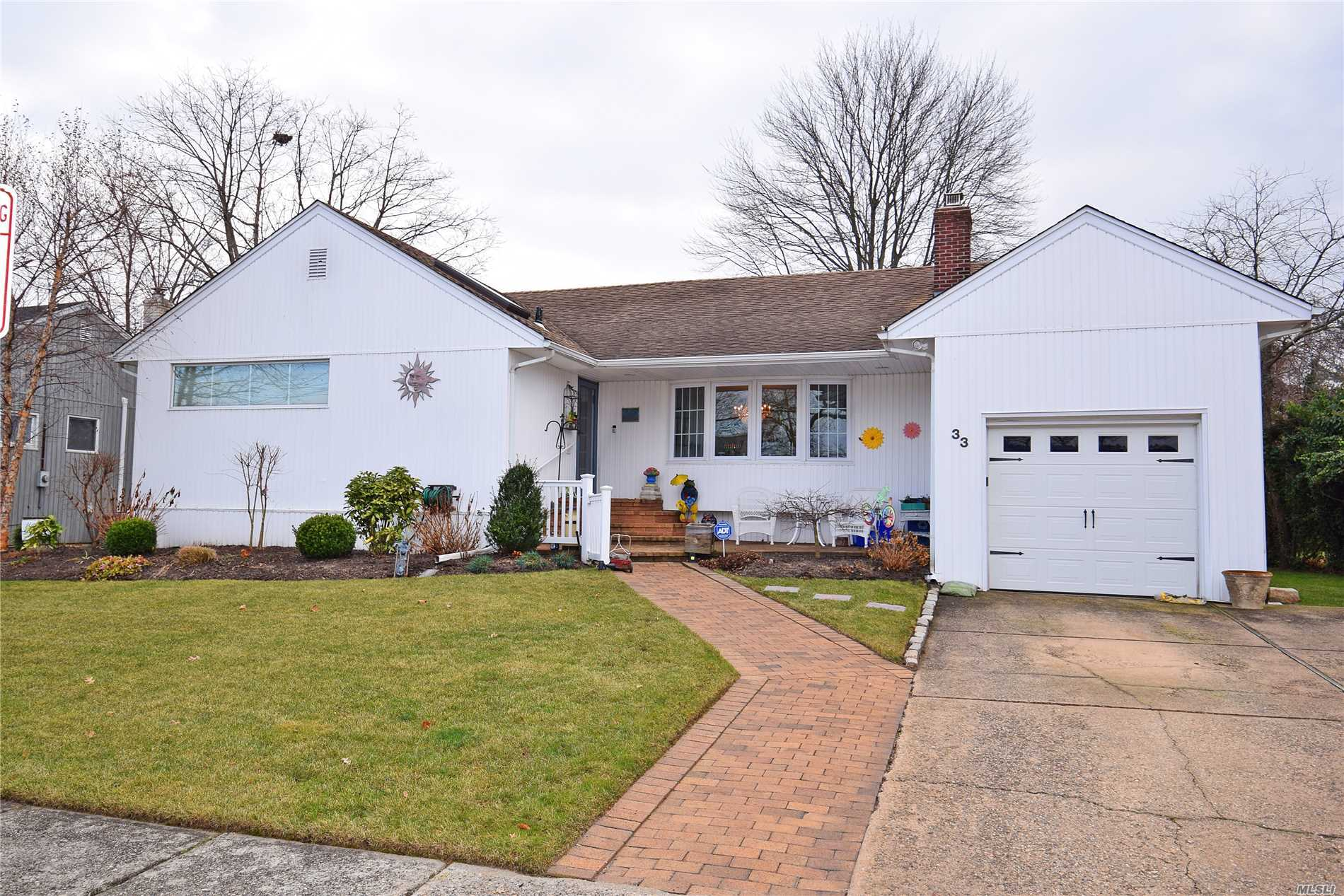 Beautiful Exp Ranch On A Quiet Street In Lynbrook.( Waverly Elementay School). Up Dated Kitchen With New Appliances, Granite Counter Top. Large Den Ideal For Entertaining. Dining Rm With Fpl, Living Rm .3 New Baths, Master With Radian Heat, Solar System. Star Saving $3, 114.Easy Show. Must See!!!