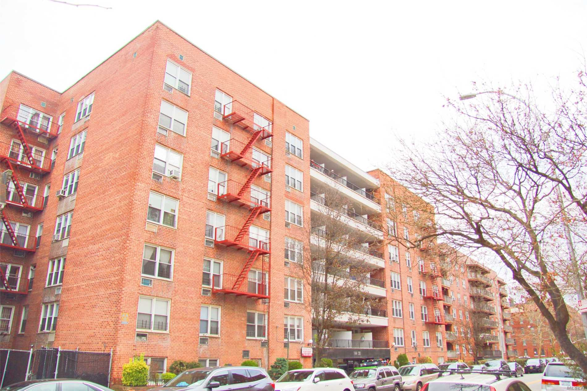 Very Large Studio Apt. Around 650 Sqft. Big Eik. 7 Mins To Subway. Sublease Allow After 2Yrs.