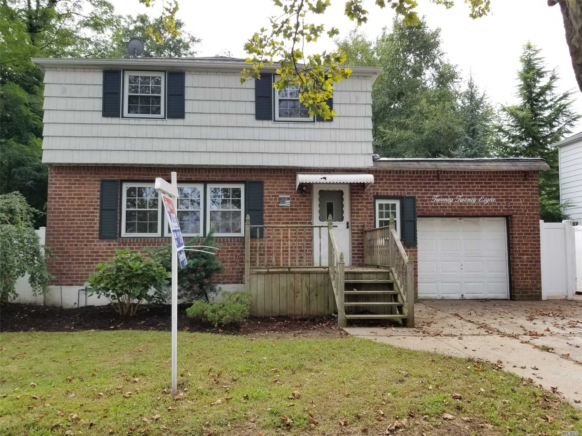 This Is A Fannie Mae Homepath Property. Large Colonial With 7 Rooms 4 Beds And 2 Baths. N. Merrick Schools. 1 Car Garage. Hardwood Floors, Separate Dining Area And Spacious Master Suite. Close To Shopping, Transportation And Major Roadways.