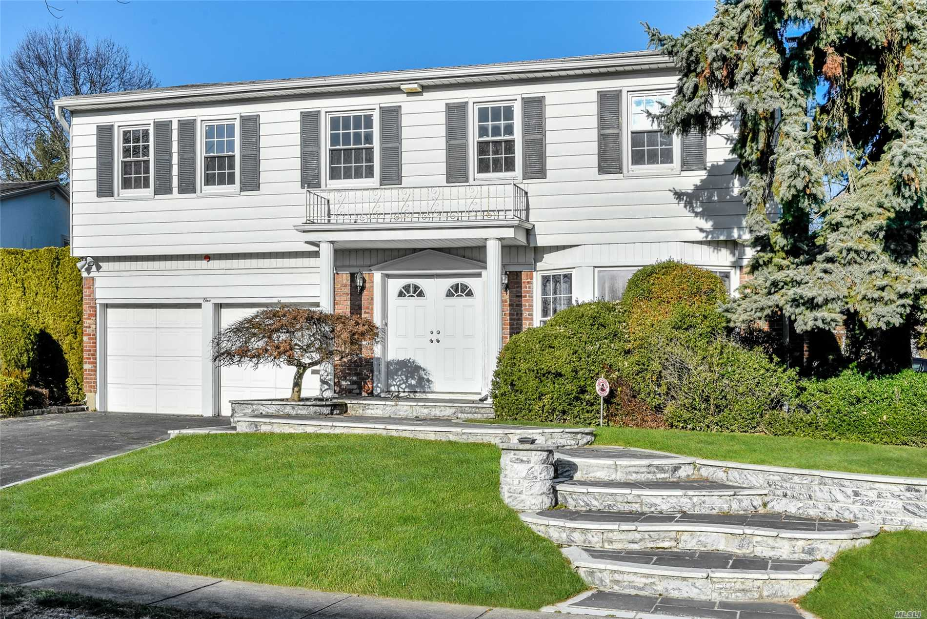 Prime Location Of Manhasset Hills Features Beautiful Living Room With Fireplace,  Dining Rm, Master Suit W/Full Bath. 3 Additional Bedrooms & Full Bath. Excellent Condition!