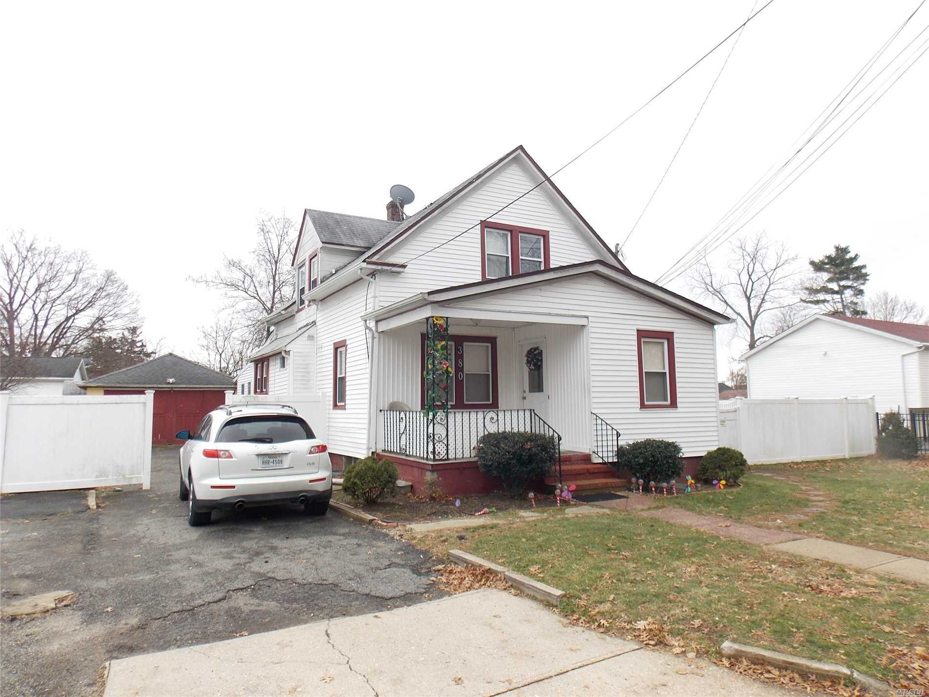 House with a LOT OF POTENTIAL, Close To Shopping Center.