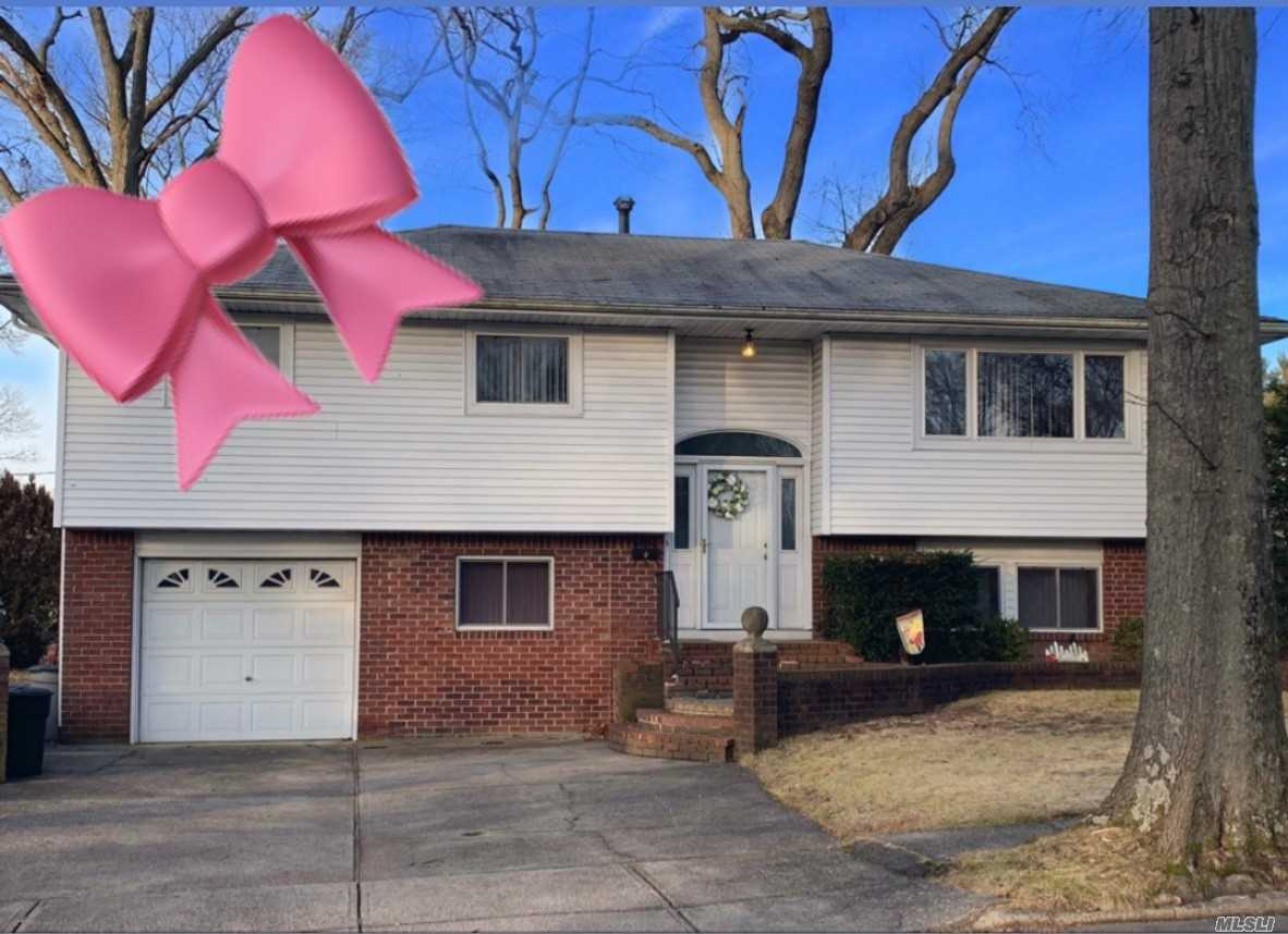 Great Location Close To Park! Large Living Room And Dining Room! Master Bedroom With Access To Full Bath. Full Bath Is Big Enough To Turn It Into 2 Baths! Den Has Sliders To Yard! Full Bath And Bedroom/Office On Ground Level. Storage Area Leads To 1 Car Garage.Nice Curb Appeal!