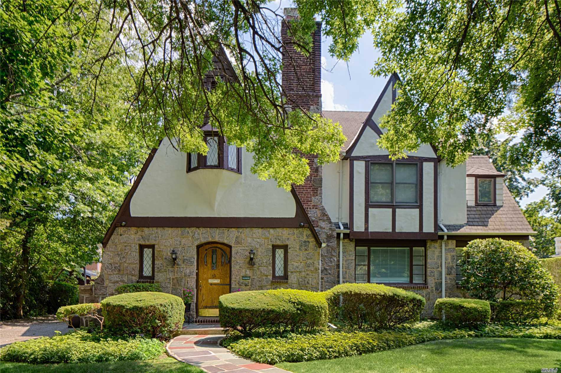 Large Gracious, Charming Tudor Made Of Stone And Stucco W/Oversized Rooms. Perfect For Entertaining And Ideally Located Close To Town, Lirr,  Shopping And Parks. The Village Of Kensington Is Special And Unique With Private Police, Pool, Sidewalks, And Great Neck Park District Privileges. Em Baker Elementary School And Option Zone.