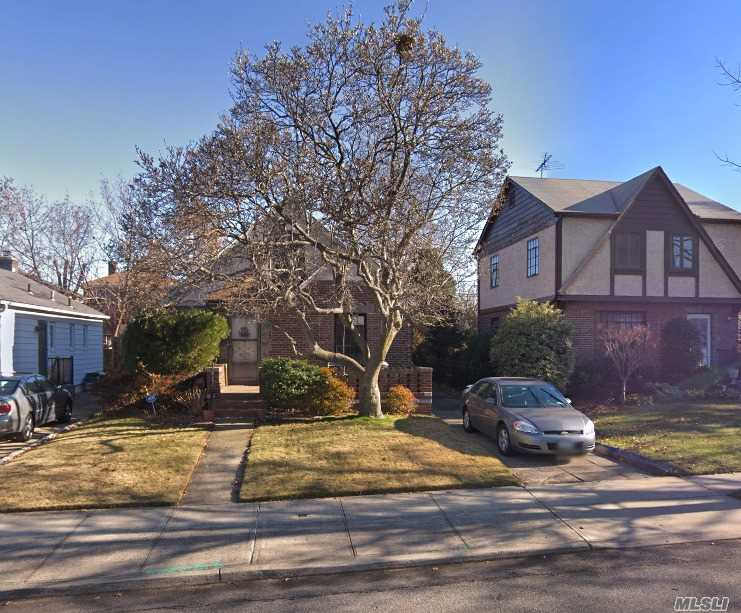 1694 Square Feet Brick Home Cape On 40*100 Lot In Great Neighborhood, School District 26, Best School District. Near Transportation, Supermarket And Shopping Centers. Needs Work. Great Renovation Opportunity For Family Or Contractor.