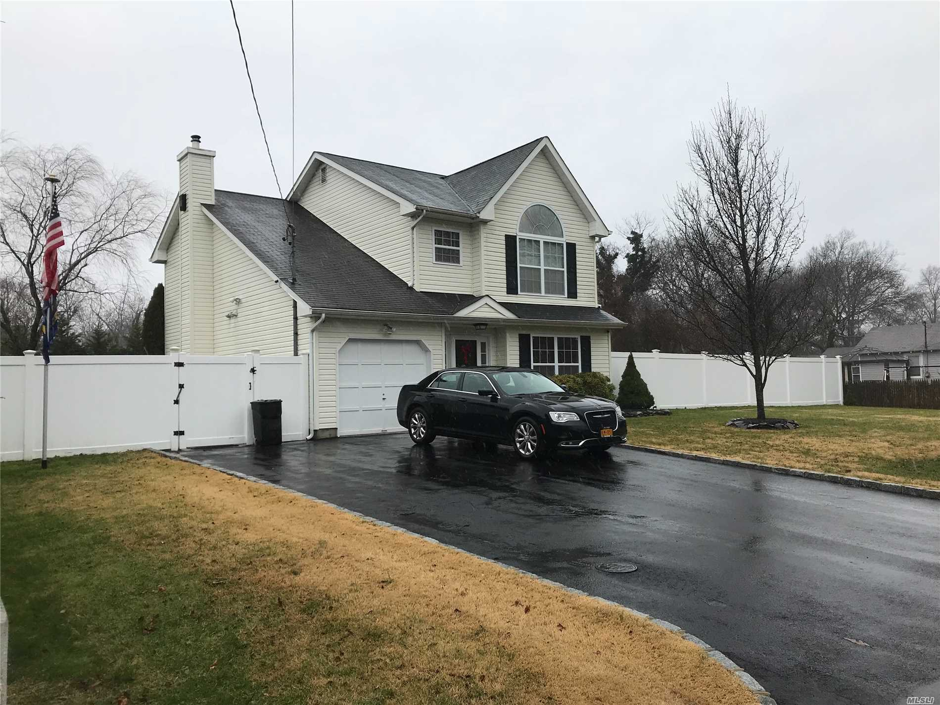 Welcome Home! New Year, New Home! Don't Be Left Out In The Cold. Well Maintained Victorian. Large Open Living Space. Lots Of Closet Space! Laundry On 2nd Floor. Master Bath Is Walk-In Shower.