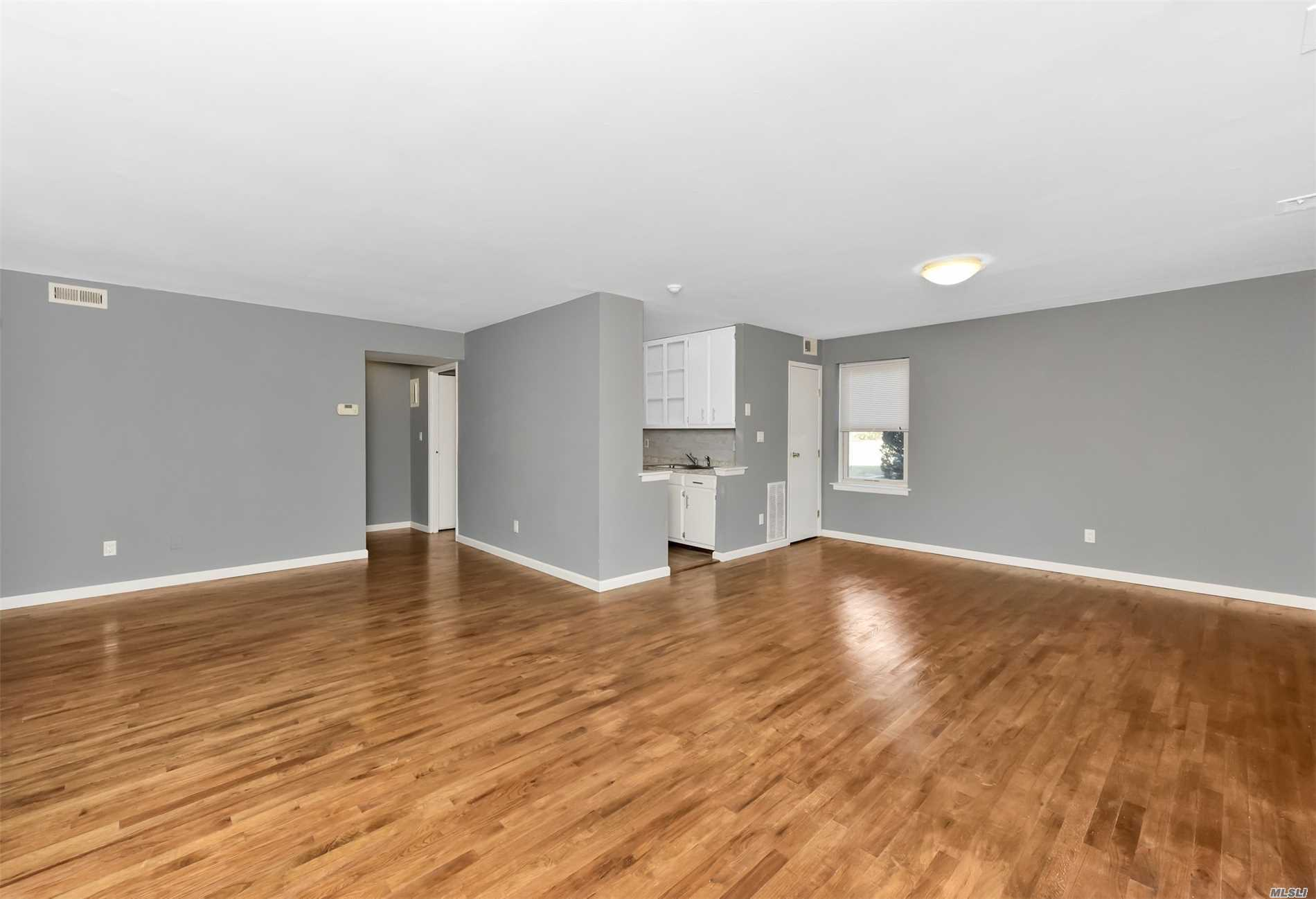 YOU HAVE A SECOND CHANCE!! DON'T MISS THIS OPPORTUNITY AGAIN!! Beautiful Blair Unit For Sale In Artist Lake!! Corner/Lower Level Unit. Close To Parking. Recently Underwent A Major Make Over!! 2 Bedroom 2 Full Baths W/ An Open Concept Layout. Super Low Low Low Taxes!! Cac/Gas Heat!! Perfect For A 1st Time Homebuyer, Downsizing Or A Rental Property. Needs Nothing Just Move Right In!! Enjoy An Olympic Sized Pool, 2 Gyms, Suana, Club House, Dog Park, Playground, & More!! Why Rent When You Can Own?!