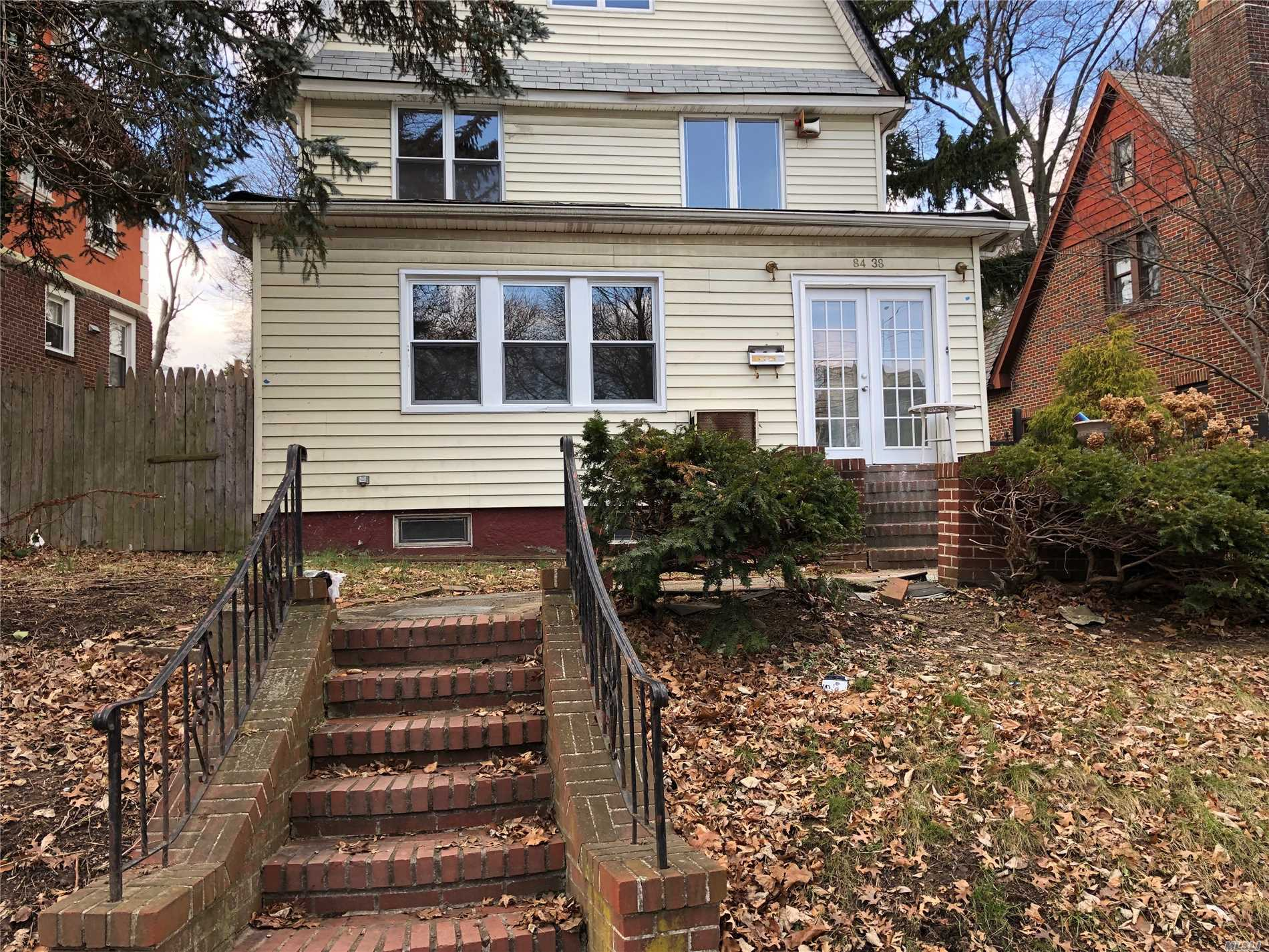 Large New England Colonial In The Heart Of Jamaica Estates. Lots Of Skylights, Balcony, 7 Bed, 3 Baths