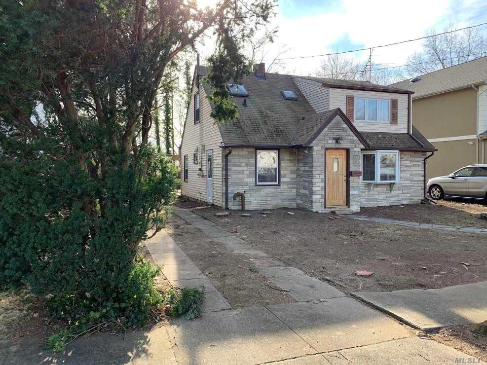 Perfect Starter Home , Beautiful 3 Bed 1, 5 Bath , Nice Property , Dead End Street. Close To All Highways .