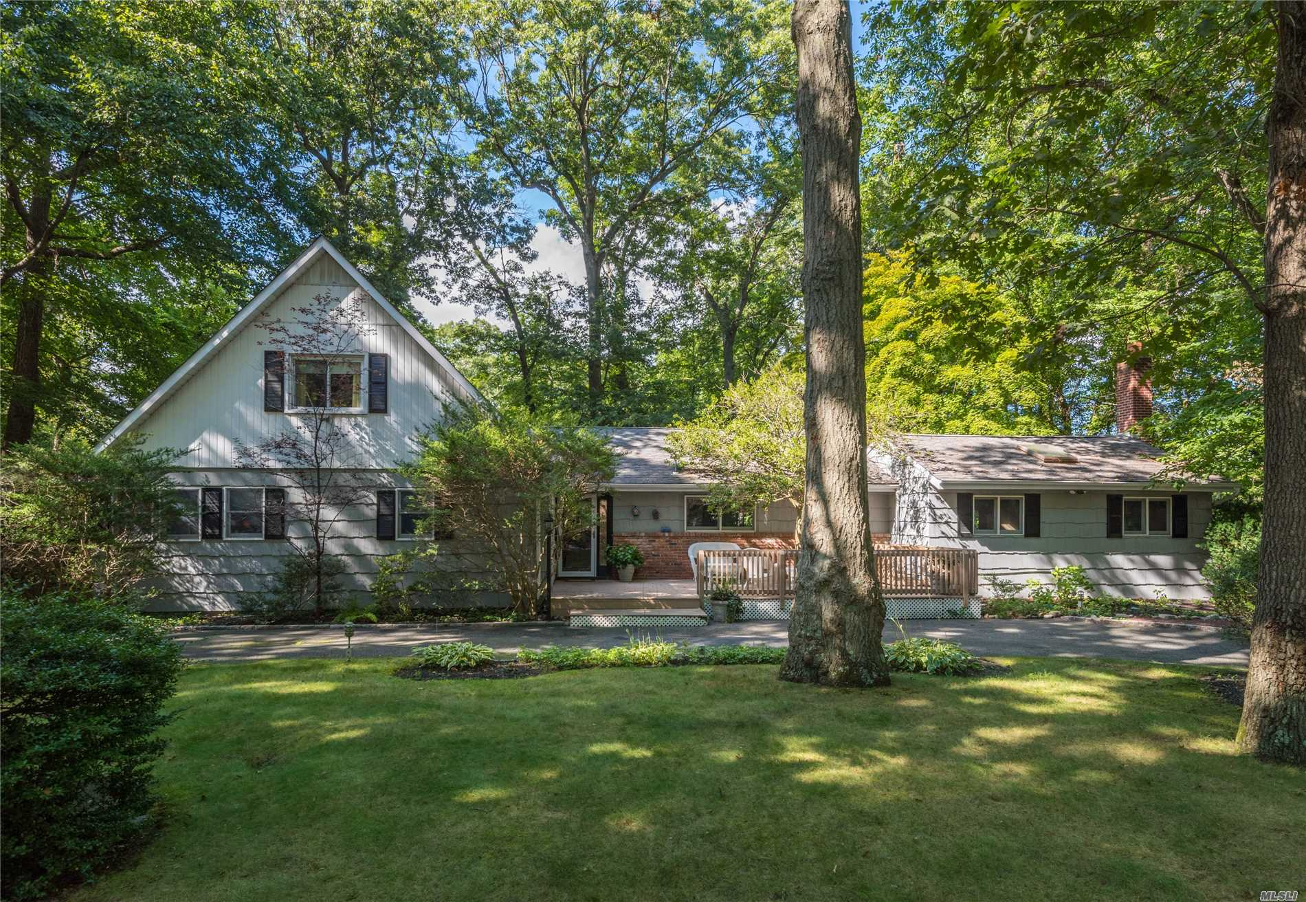 Beach & Boater Paradise! Fabulous 4-Bd, 3-Ba Farm Ranch On Flat 1.01 Acres In Vanderbilt Peninsula. Large Eik W/Oak Cabinets & Flrs. Spacious Great Room W/Fireplace, Vaulted Ceiling & Skylights. 1st Flr Master Bdrm W/Ensuite Bth & 2 Wic. Front/Rear Decks. Wood Flrs, Cac, Some Andersons, Upd Boiler. 1st Flr Laundry. Finished Bsmt. Tax Grievance In Progress - Expect $6434 Reduction. Beach, Mooring & Dock Rights In Plaisance Beach Assn On Npt Hrbr & Town Beach On Centerport Hrbr Just A Block Away!