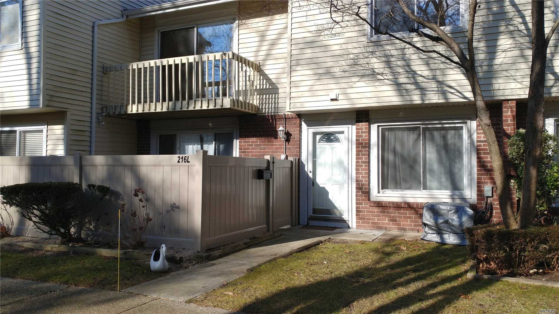 Great Rental Opportunity In Woodgate Development! Townhouse Style Condo In Desirable Courtyard Location Unit, Newly Painted, New Cac And Heating System. Development Features Community Inground Pool, Two Tennis Courts, And Clubhouse!