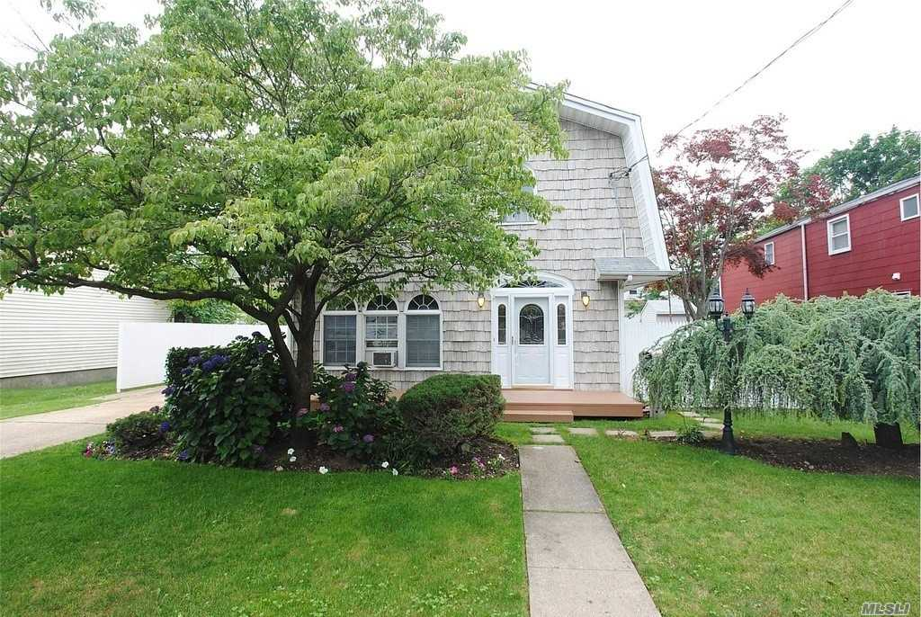 Perfect Location Is The Setting For This Updated 3Br, 4Bth Colonial-Beautiful Custom Eik With Ss Appliances, And Closets Galore-Great Rm With Gas Fireplace-Spacious Brs-Mastersuite With Wic And , Spa Bath-Newly Finished Basement With Tile Floor, Laundry And Full Bath-Polished Oak Floors-Fully Fenced Backyard-Proff.Landscaped-Blue Ribbon School District #21