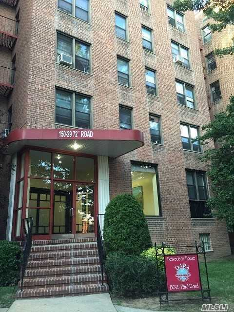 Pets Friendly! Lovely Cozy Large Studio In Gated Garden Community With 24 Hr Security. Hardwood Floors. Plenty Of Windows. Conveniently Located Near Downtown Flushing And Queens College. One Block Away From Bus Stops And Shopping.