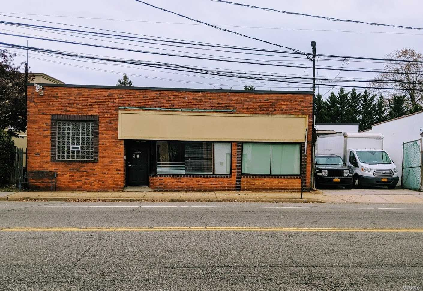 Free Standing Commercial Property Reception Area, 10 To 13 Offices Private And Semi Private, Conference Room, Lunch Room, Offices 3500 Sq Ft Warehouse 1100 Sq Ft And 1000 Sq Ft Basement . Parking On Premise Plus Half Block To Municipal Parking. Delivered Vacant Or Leaseback
