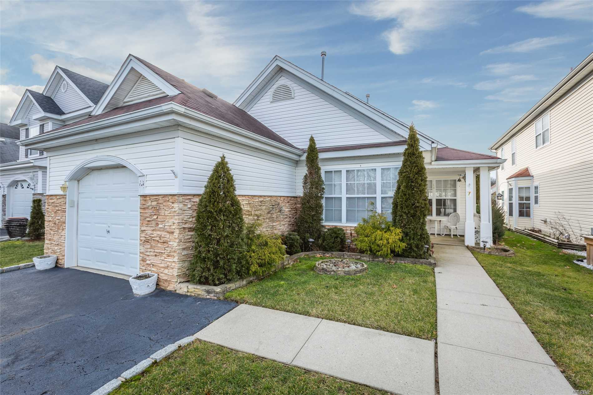 Devon Ranch Home With 2 Bedrooms And 2 Full Baths. Gated Community With Manned Gate. Indoor/ Outdoor Pool, Tennis Courts, Clubhouse, Gym . Additional 1 Month Security Deposit Required For Pet.