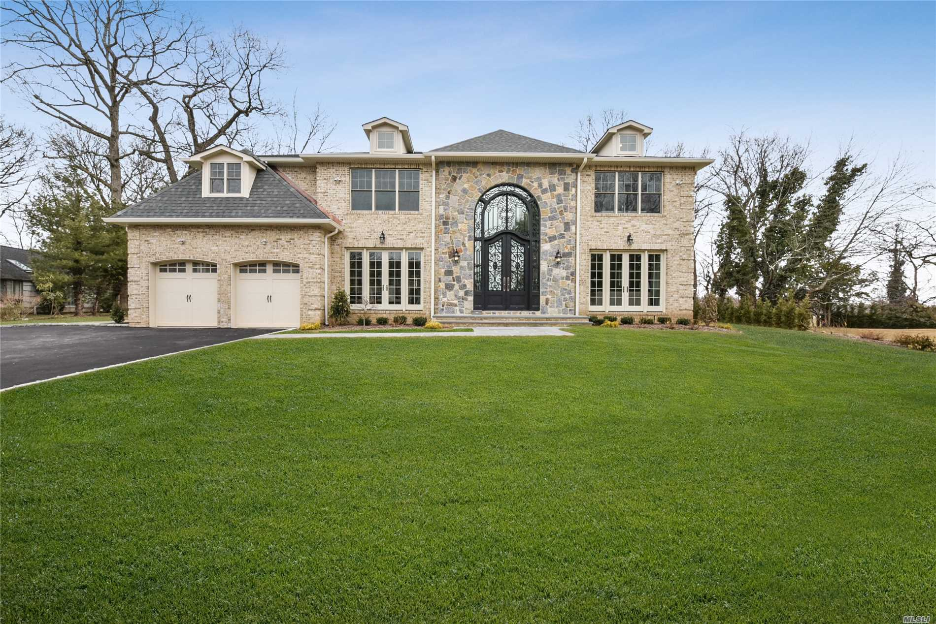 Stunning And Elegant 5175 Sq. Ft. Palatial Mansion Set On Beautifully Sprawling Landscaped Prop In Des Roslyn Cc. Once In A Rare While Will A Home Of This Magnitude Steeped In Lux And Glorious Design Will Appear On The Real Estate Scene. Built Without Compromise, This 6 Bedroom, 6.5 Bath Home Reflects Only The Very Best. Boasts Exp Rooms, Colossal Front To Back Barrel Vault 2 Story Foyer With Captivating Gas Fpl, Custom Mill, Coff Ceiling, Gourmet Eik, Many Upgrades. For Those Who Seek The Best!