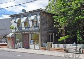 Upstairs Apt W European Charm, Outdoor Balcony Which Overlooks Onto The Harbor To See The Ferry Arrive- Apartment Has Two Bedrooms, Shower , Lr, Counter In Kitchen W Dishwasher , Washer And Dryer-Central A/C  Sorry But No Pets