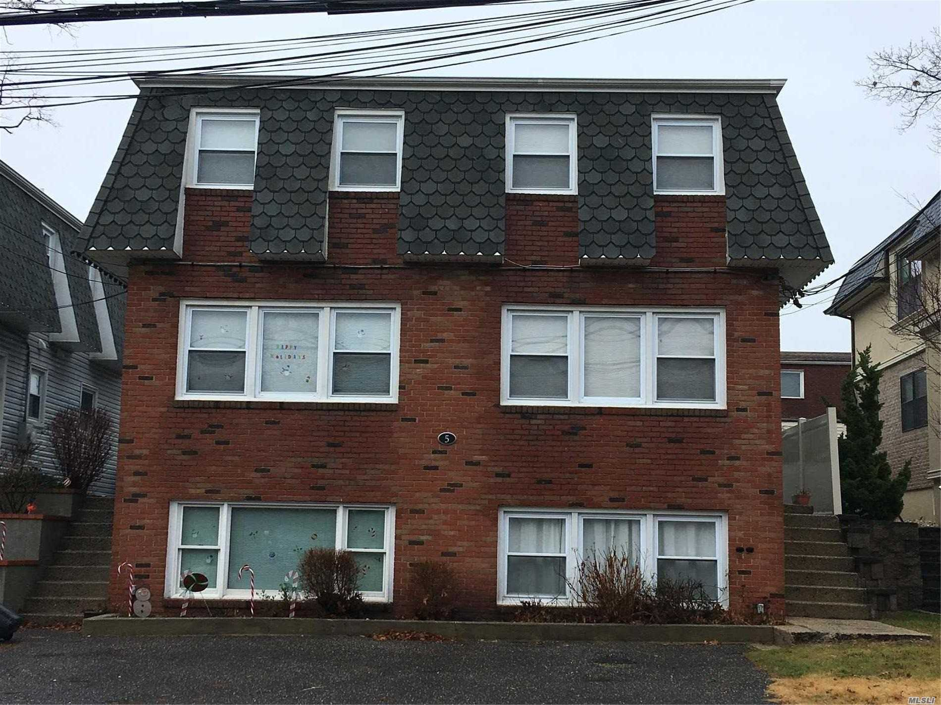 Brick Duplex Near Manorhaven Community Park, Beach And Pool. Two Bedrooms, Spacious Living Room And Kitchen.