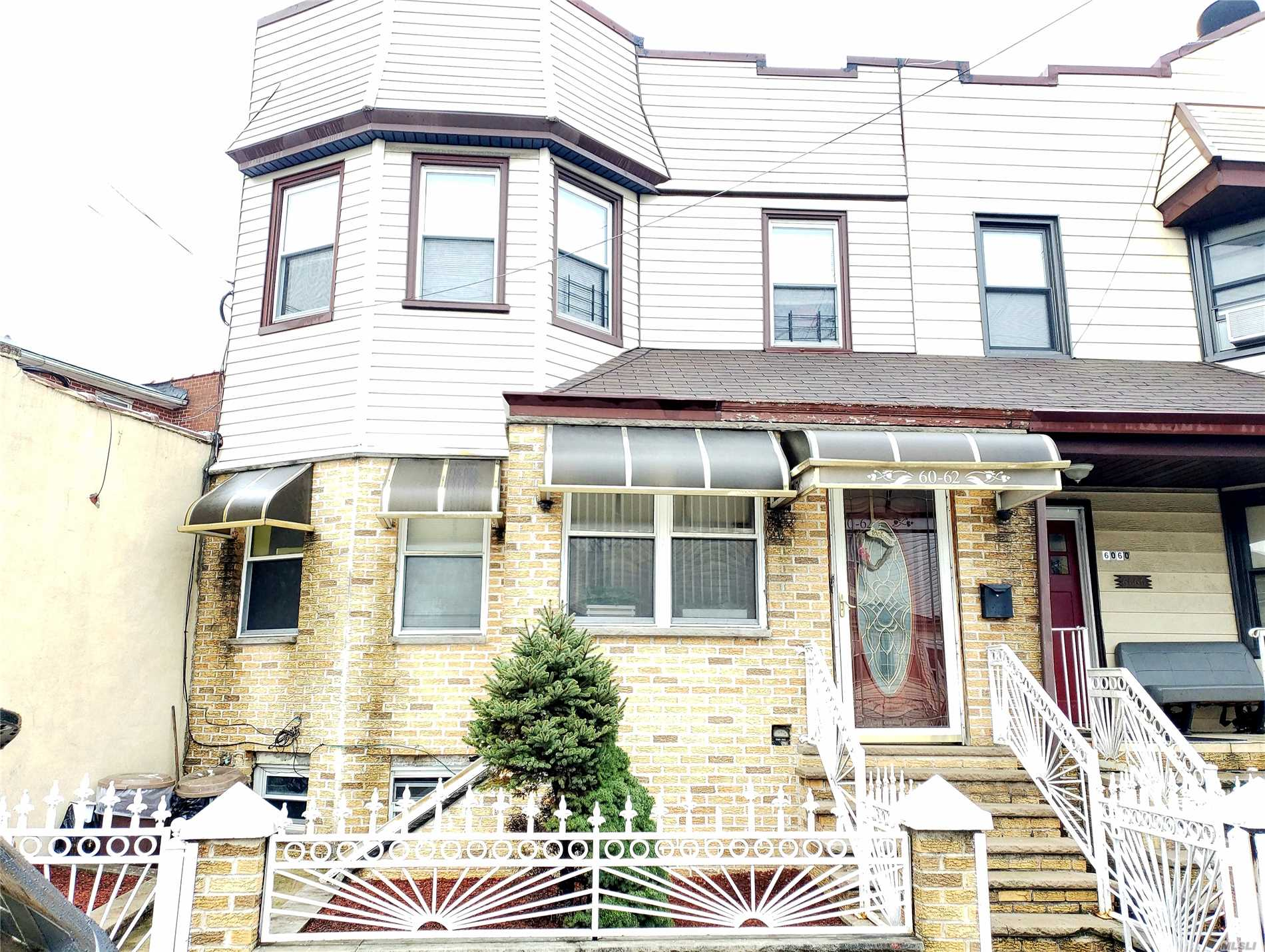 Welcome To A Great Place To Call Home. Duplex Unit and Spacious Home With An Appealing Layout And A Surprisingly Large Lot w/ a Community Driveway And Off Street Parking For Up To 4 Cars. Near Jackie Robinson Pkwy, Q39, B13 Bus lines and 20 min walk to L train.