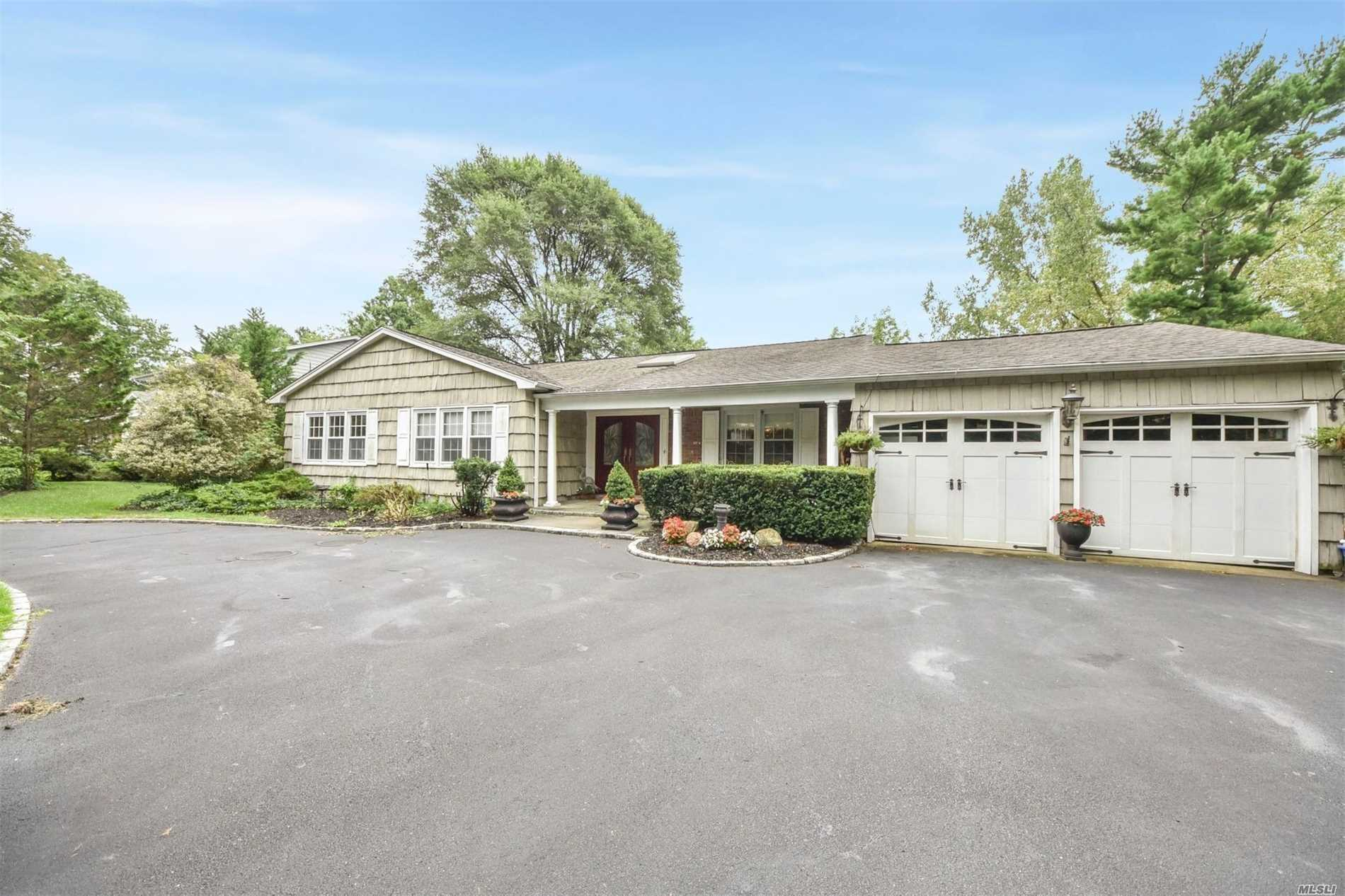 This Sprawling Ranch On A 1/2 Acre Of Land With A Built In Pool. Fire Pits, And Marble Bathrooms Is Perfection. The Kitchen Has Been Upgraded. Located In The Most Prestigious Neighborhood In Roslyn Harbor. 2 Car Garage, Wrap Around Drive-Way, Includes A Fully Finished Basement. The School District Is Second To None. This Is An Opportunity To Live In One F The Most Finest Neighborhoods That Long Island Has To Offer, With Park Like Grounds.