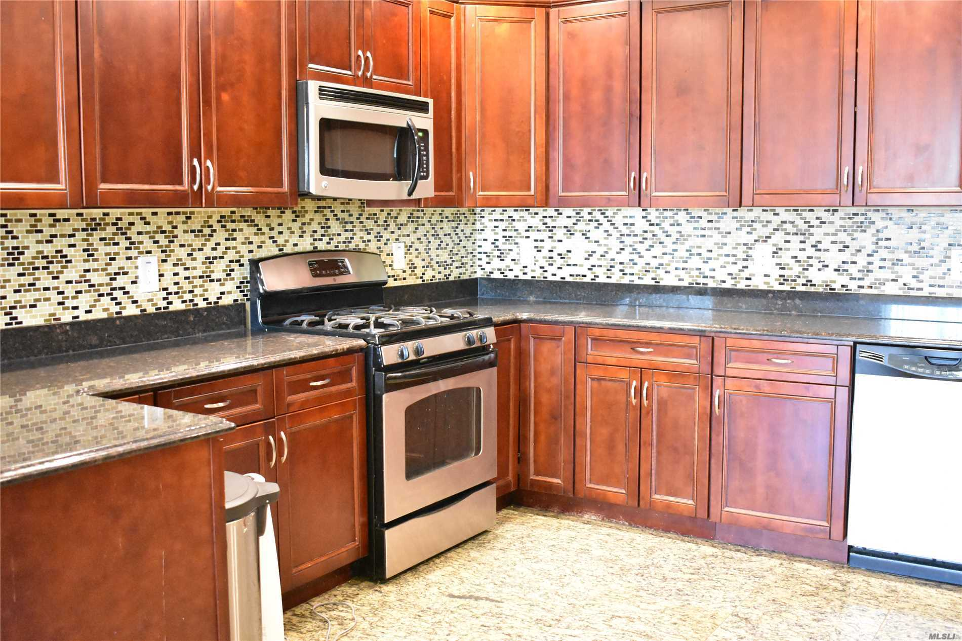 Manhattan Style Living In Long Island 0.2 Miles To Lirr, Luxury Apartment In Building Featuring Gourmet Kitchen Huge Living Room Formal Dining Master Suite W/ Full Bath & 2 Walk-In Closets Additional Large Br 2nd Bath Washer/ Dryer Included, Gas Cooking And Heat, Central A/C.Intercom, Available From 1st Feb