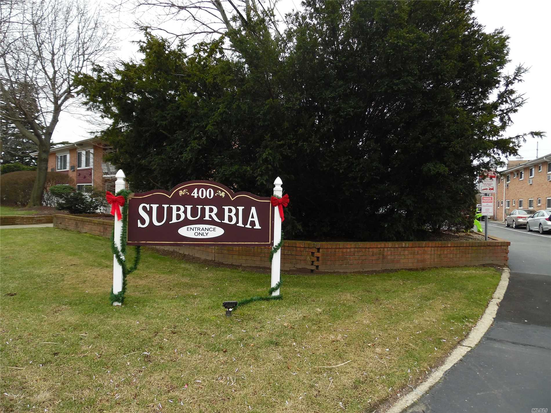 First Floor 1 Bedroom Unit - Only Co-Op In Farmingdale With An Igp! Well Maintained Bldg - Entire Complex All New Windows (2017) , Additional Security Cameras In Pkg Lot And Walkways. Free Bike Storage, Playground Bbq-Grill Area Laundry Room - Why Rent?