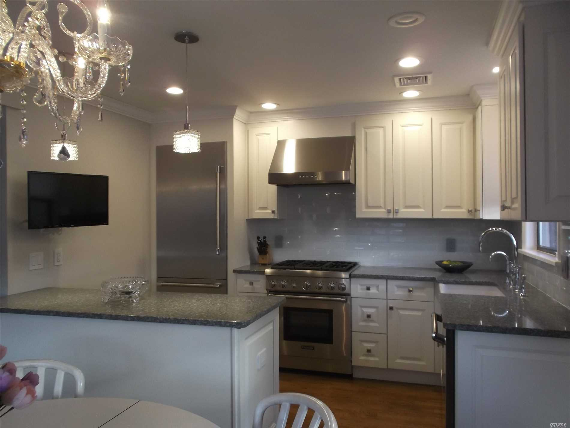 Magnificent 2 Bedroom/2 Full Bath/ Gormet Kitchen W/Thermadore Appliances. Hood Fan Vented Outdoors. In Unit Pvt Laundry W/Electrolux W/D. Central Air. Oak Floors. All New Electrical & Plumbing..Complete Gut High End Renovation. Solid Doors High End Hardware/ Closet Systems/ Led Lighting. Too Much To List...