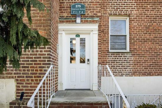 Premier Coop Of The Five Towns! Totally Renovated First Floor Apartment. Large Entry Hall With Room For Breakfast Table. Kitchen W/ Cherrywood Cabinets, Granite Countertops & Backsplash. Ss Appliances, Tiled Floor, Huge Lr/Dr W/ Architectual Moldings, Mstr Br W/ Door Leading To Terrace, Large 2nd Br, Granite Bathroom w/ Framelss Shower Door. Recessed Lighting Throughout, Centrally Located Near Lirr, Shopping & Houses Of Worship. Must See!!