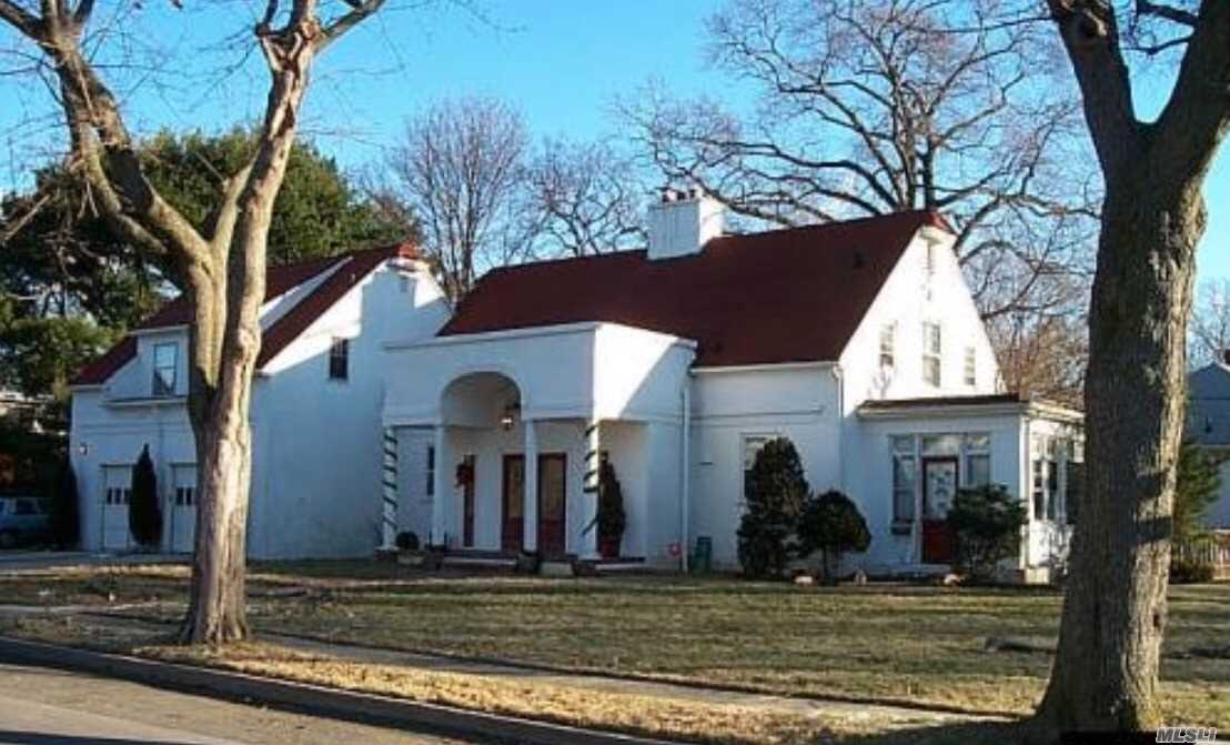 Very Spacious Colonia House In Freeport New York. With A Total Of 4 Formal Bedrooms, Including A Master Bedroom. 2 1/2 Bath. Eat In Kitchen. 2 Cars Garage. Fired Place. Large Patio. Baldwin School District.