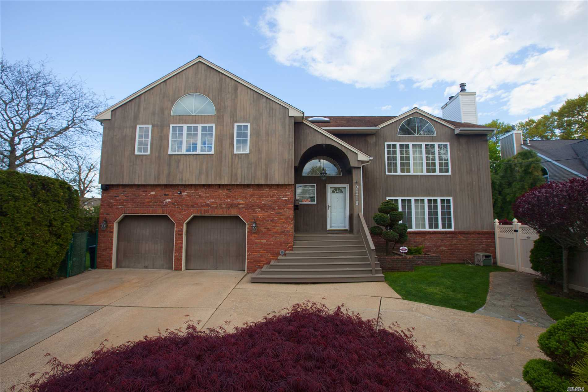 *Recent Tax Impact Notice Reduction To $16, 955.74! Stunning Vaulted Ceiling 5Bdr Home W/Immense Master Suite. Features A Contemp Eik W/High End Appliances, The Home Also Boasts 2 Dine Rms, 2 Lvngrms, 4 Ful Bths For The Potential For A Mother/Daughter W/Proper Permits. Massive Ful Fnshd Bsmt, Full House Generator Ready For Hook-Up. Alarmsystem, Hardwood Flrs, Heated In-Ground Pool Lights/Waterfall. Tremendous 2 1/2 Garage. Award Winning Merrick #25 Sd. Close To Lirr And Houses Of Worship.