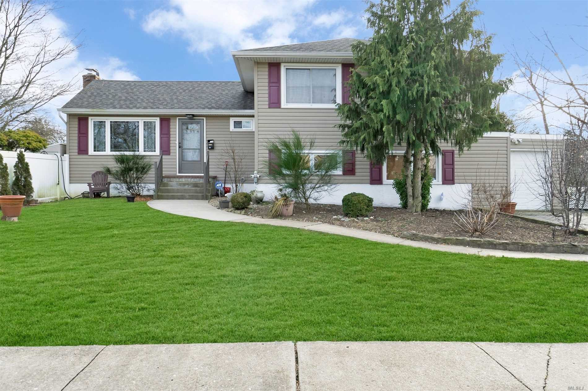 Beautiful Expanded Split In Calvert Manor. Possible Mother/Daughter With Proper Permits. With Open Concept Kitchen, Wood Cabinets And Stainless Appliances, Living Room With Vaulted Ceiling, Anderson Replacement Windows, Central Air, Newer Gas Burner, Tankless Hwh, And Award Winning Levittown Schools.